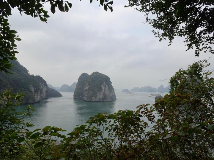 Cruising Bai Tu Long Bay on DragonLegend